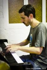 El Pricto también toca el piano.